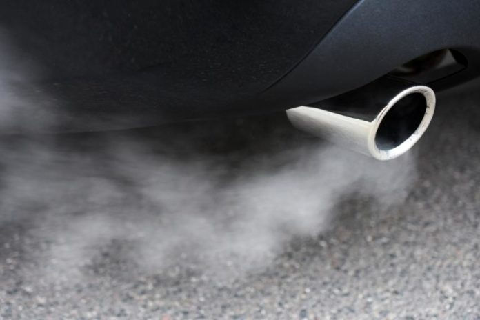 Η Κίνα διερευνά τη χαλάρωση ορισμένων προδιαγραφών για τις εκπομπές των αυτοκινήτων
