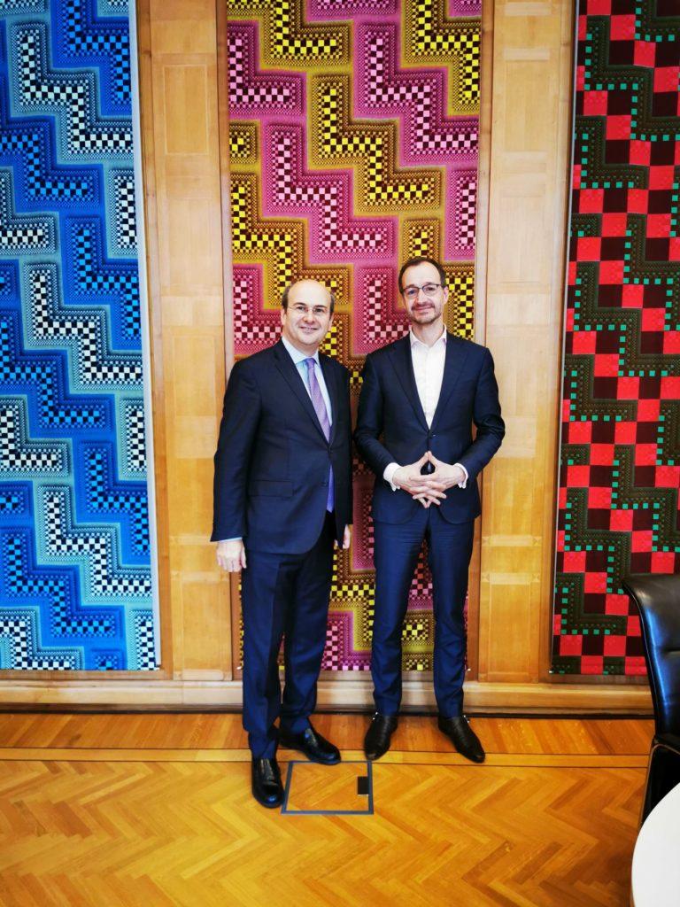 Η Ολλανδία είναι έτοιμη να συνδράμει την Ελλάδα ώστε να αναπτύξει την ηλεκτροκίνηση, όπως προκύπτει από τις συναντήσεις που είχε ο υπουργός Περιβάλλοντος και Ενέργειας, Κωστής Χατζηδάκης, κατά την πρόσφατη επίσκεψή του