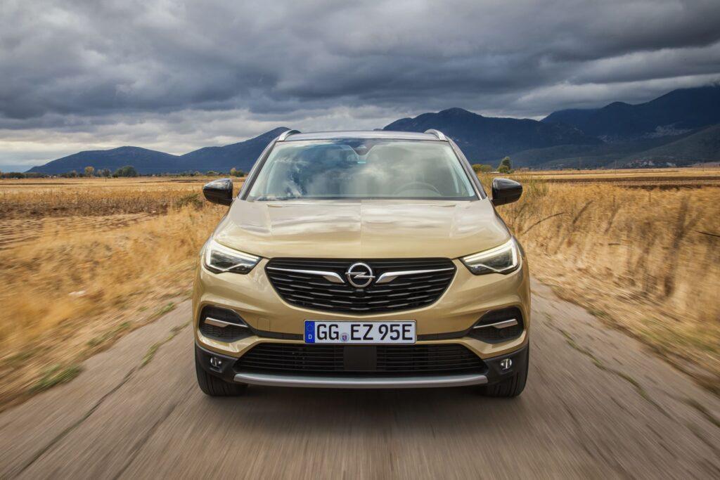 Opel Grandland X: μπλε φως κατά την ηλεκτρική λειτουργία