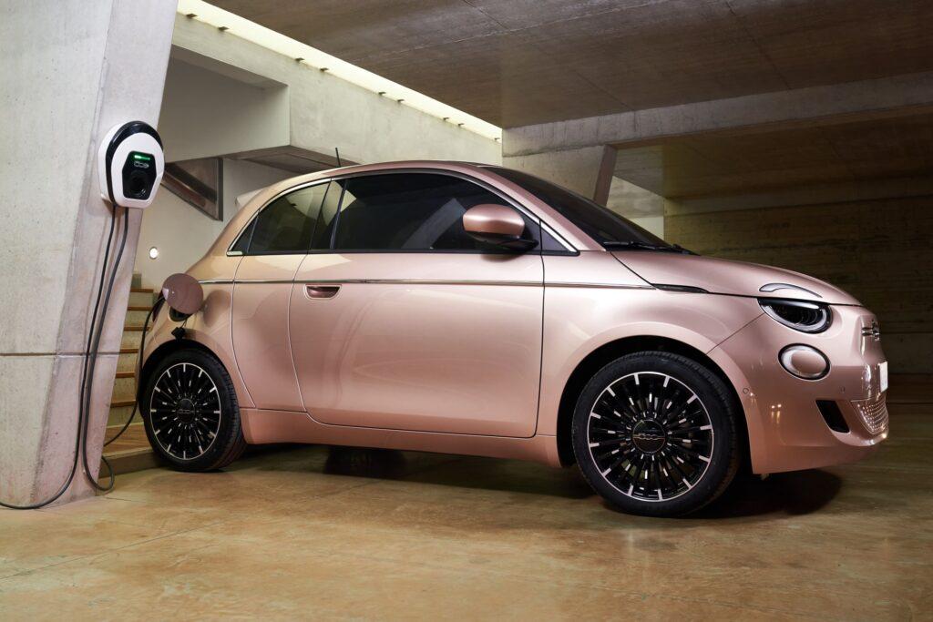 """Παγκόσμια πρεμιέρα του νέου ηλεκτρικού Fiat 500 """"3+1"""""""