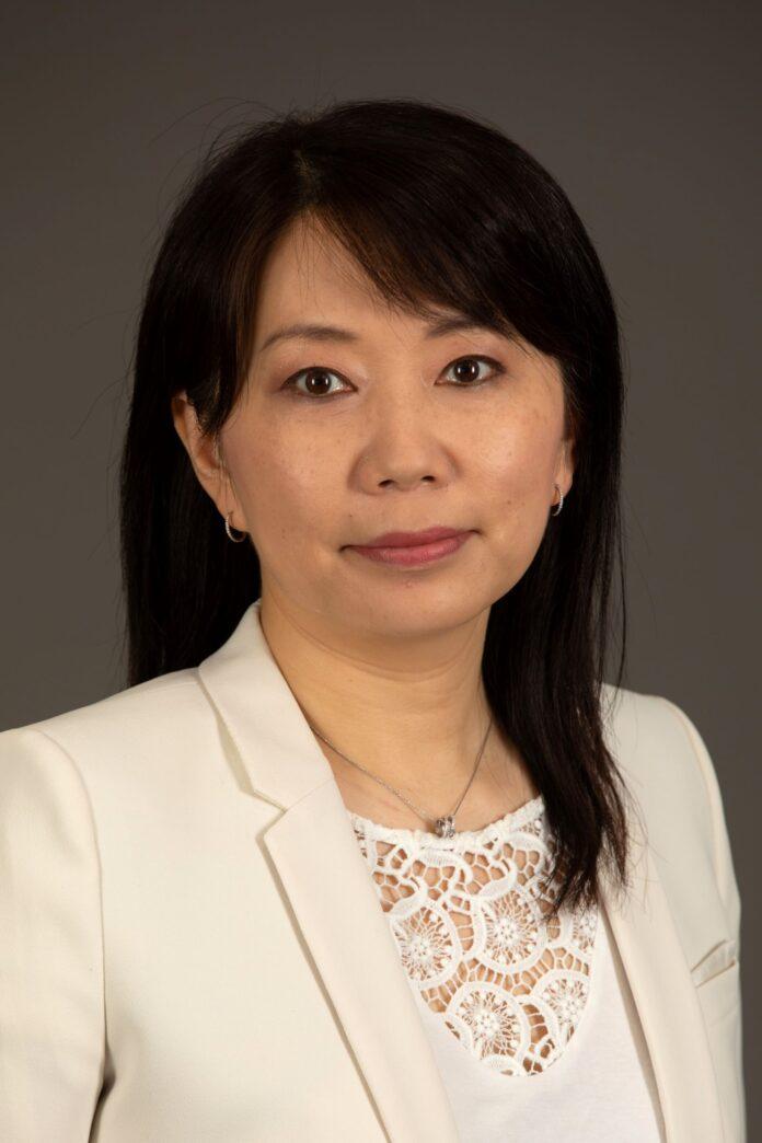 Η Xiaoyan Hua-Schwab VP Επικοινωνίας Dacia - Lada