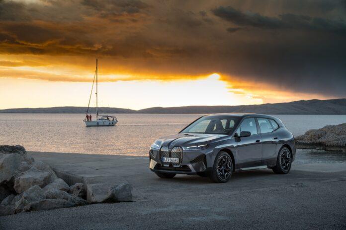 Η πρώτη BMW iX αναμένεται στην αγορά τον Νοέμβριο